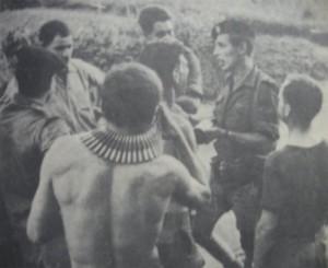 Лейтенант Эрик Бридж (в берете, второй справа)