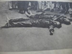 """Тела погибших Нестлера и Кёлерта. Фото из книги """"Дело Бернда К."""""""